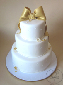 The golden bow wedding cake