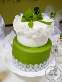 The green bow wedding cake