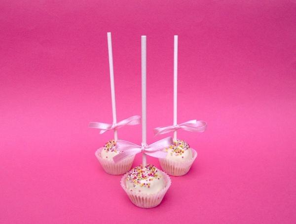 Pinky cake pops