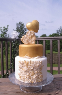 Golden hearts wedding cake