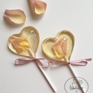 Heart lollipop favours